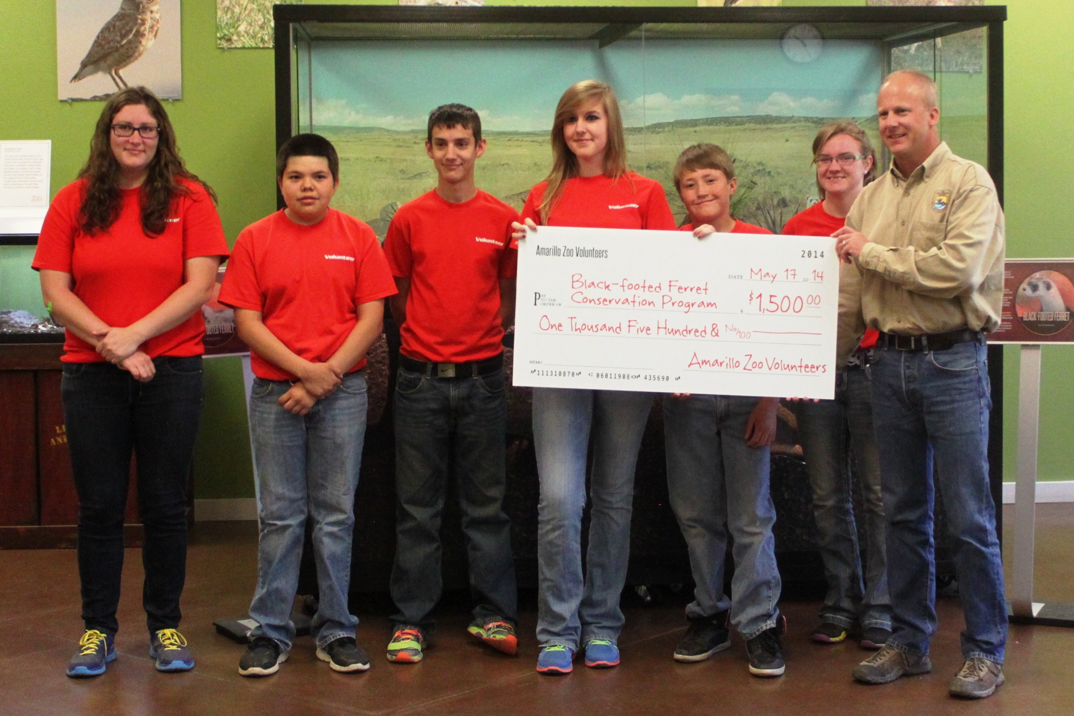 Zoo volunteers presenting check for black-footed ferret conservation